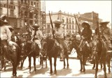 Revolucionarios en el Zócalo<br /> Revolutionary members in downtown Mexico <br />1910